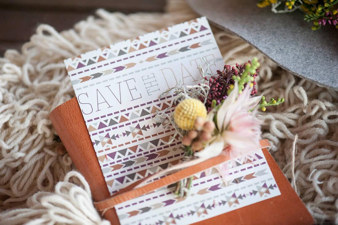 Boho auf der Alm, Hochzeitspapeterie Save the Date im Boho Stil