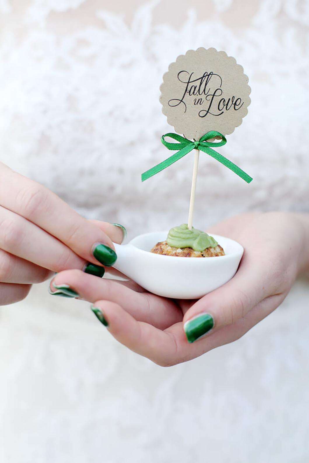 Fall in Love inspiration Herbsthochzeit Tischpapeterie grüne akzente