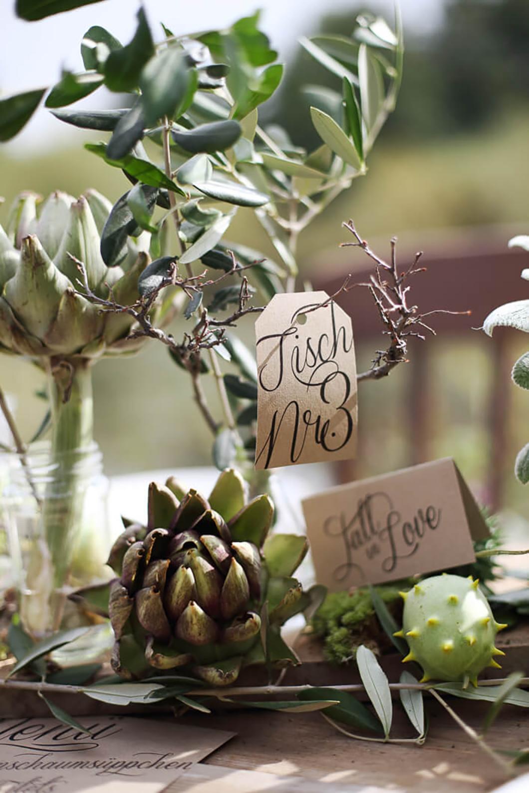Tischdeko mit Tischnummer und Tischpapeterie