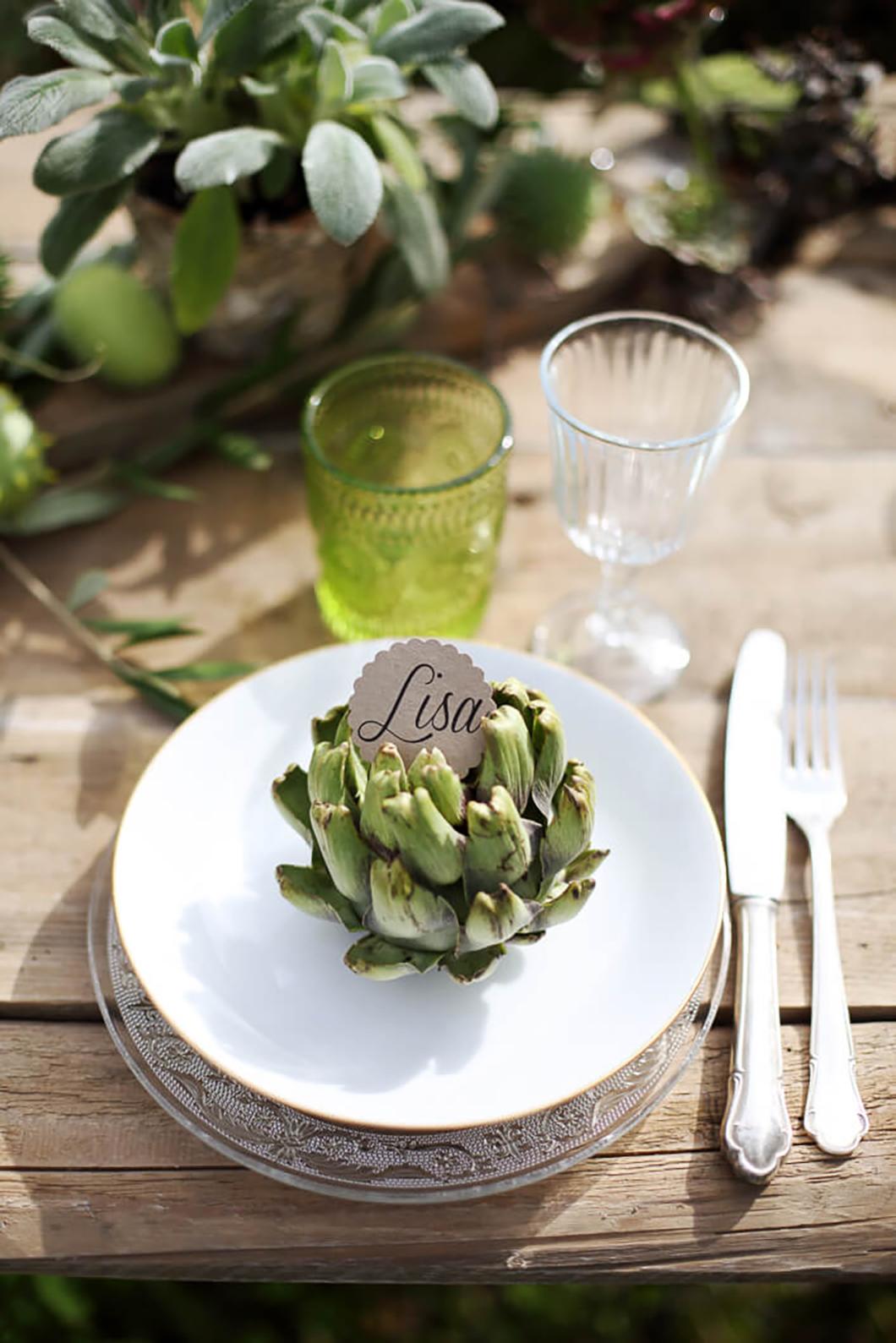 Tischpapeterie Namenskärtchen und Tischdeko in Kombination mit Grüntönen