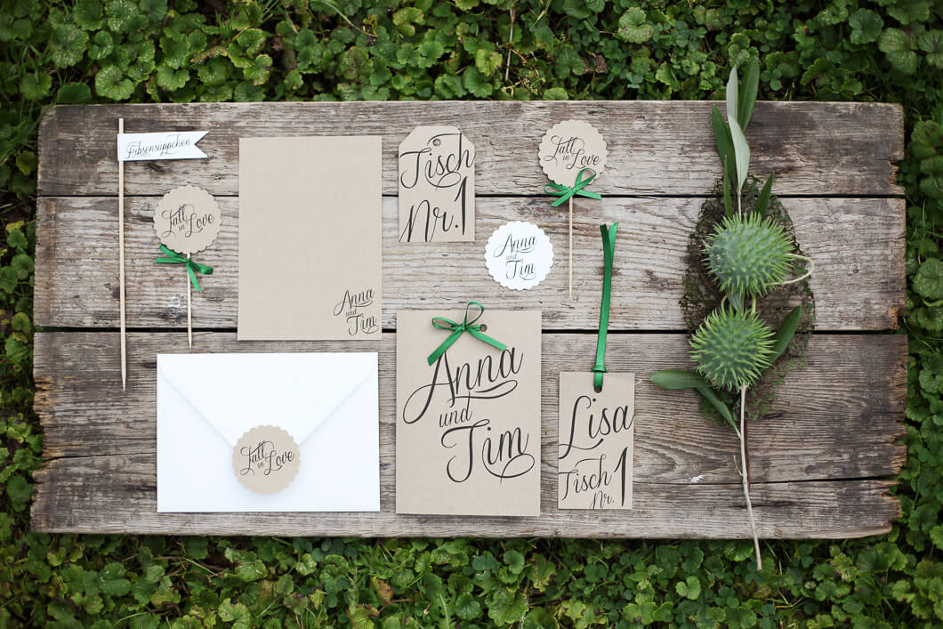 Marry Natural Hochzeitspapeterie Set Inspiration Kraftpapier grüne akzente