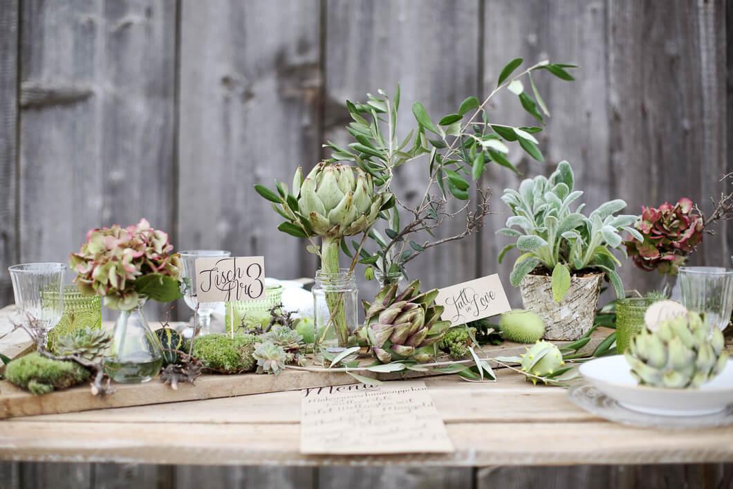 Tisch dekoration Hochzeitdeko Tischpapeterie mit grünen Akzenten Scheunen Hochzeit
