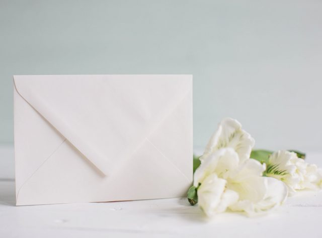 Briefumschlag für die Hochzeitskarten in Creme Din c6