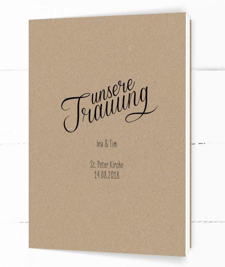 Hochformatiges Kirchenheft auf echtem Kraftpapier, schwarze Kalligrafie-Schrift, Handlettering-Stil, DIN C5, 8-seitig, Umschlag, Titel,